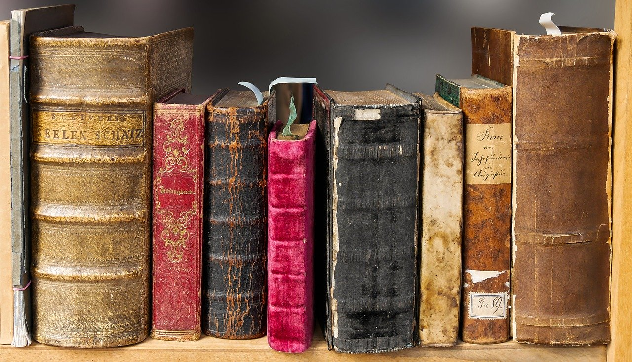 FIVE BOOKS TO READ THIS SEMESTER